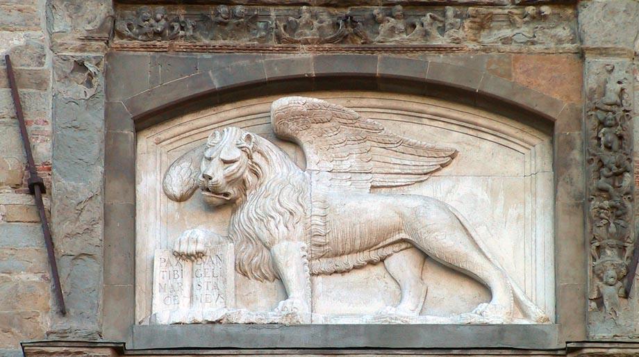 Storia di Venezia - Il Leone di San Marco sul Palazzo della Ragione di Bergamo