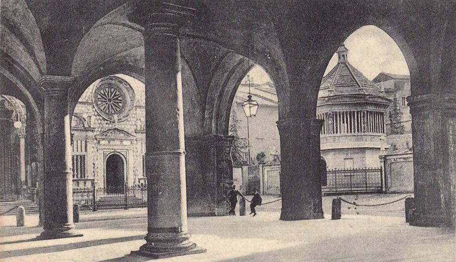 Il porticato sotto la Biblioteca di Bergamo