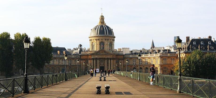 Nel frattempo, in Francia, le Accademie si preparano a unificarsi nell'Institut de France