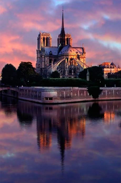 Vista absidale della Cattedrale di Notre Dame a Parigi